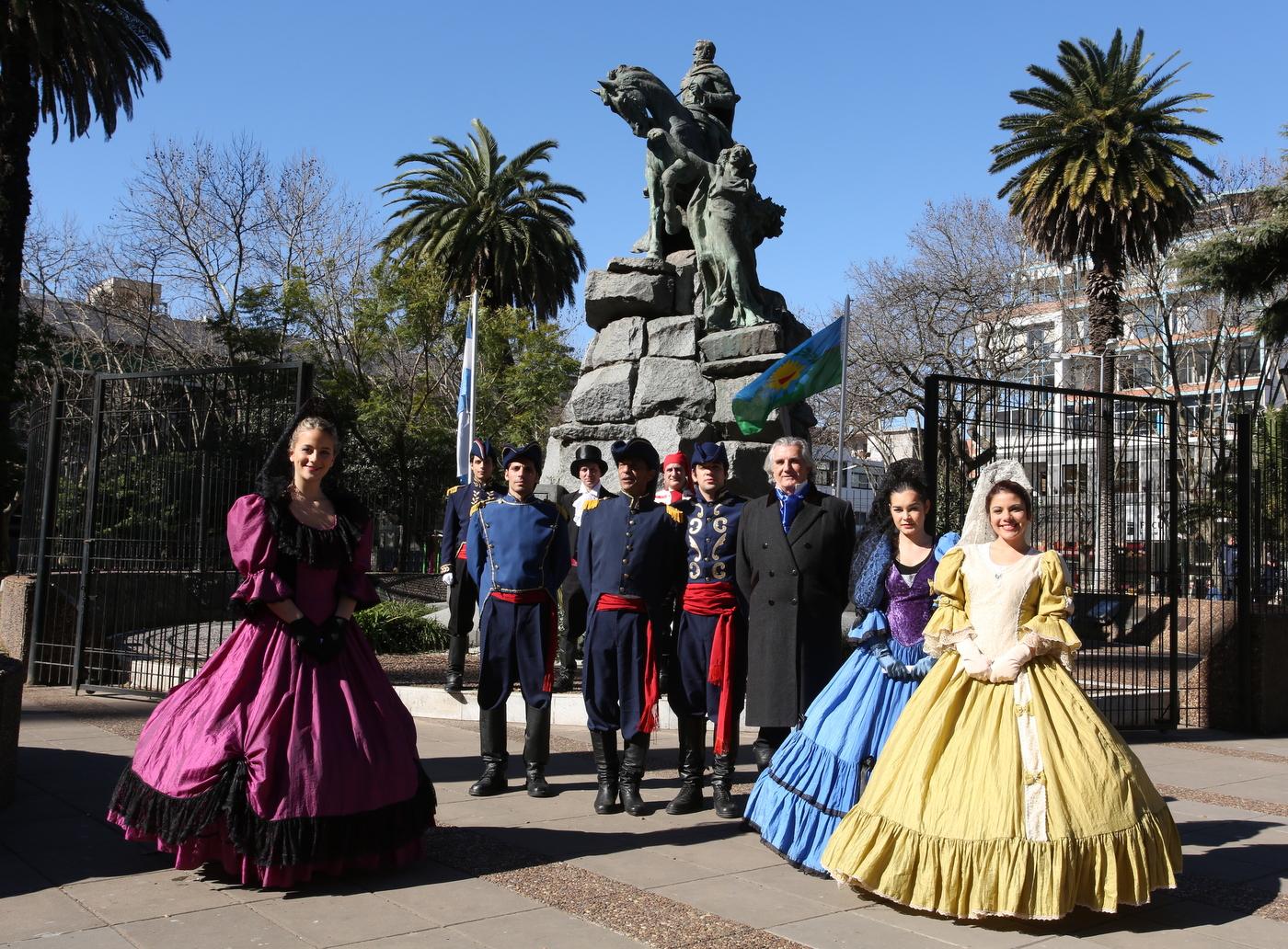 Resultado de imagen para monumentoal libertador plaza de gral san martin